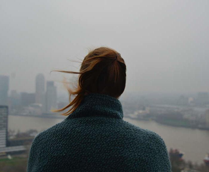 Jak chronić skórę przed smogiem? 5 skutecznych porad