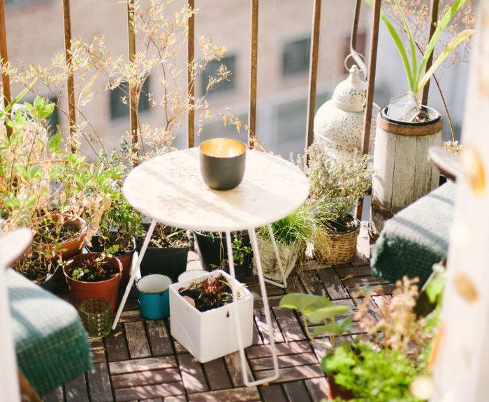 Wiosenne urządzanie balkonu w bloku – niedrogo, a efektownie!