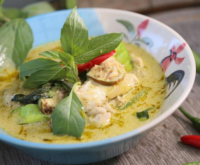 Przepis na szybkie zielone curry z kurczakiem w 20 minut