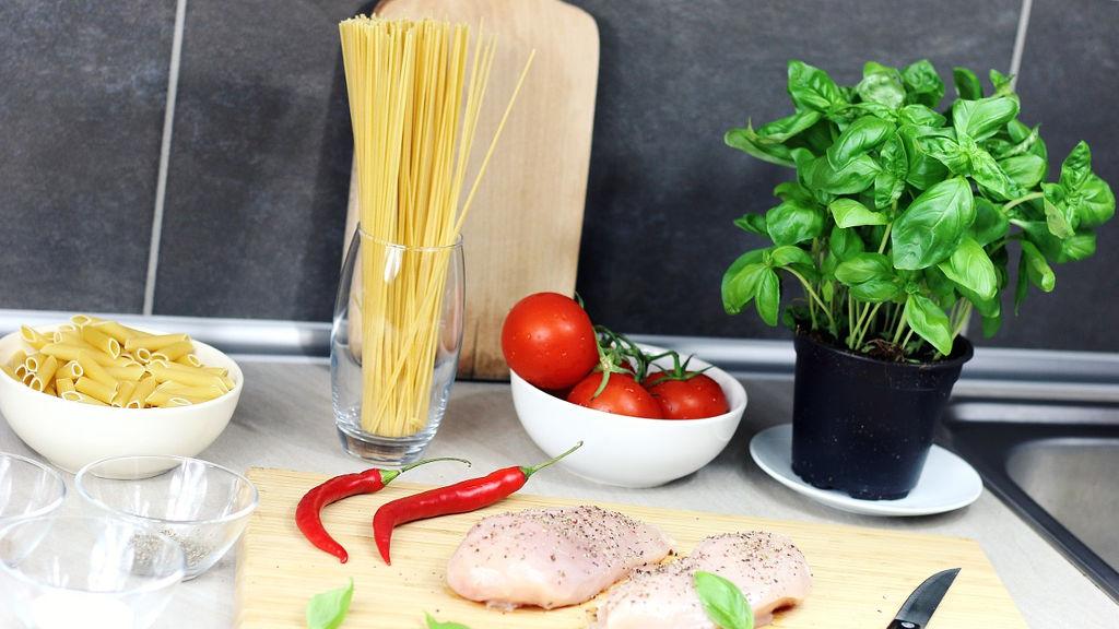 Makaron ze szpinakiem i kurczakiem – przepis