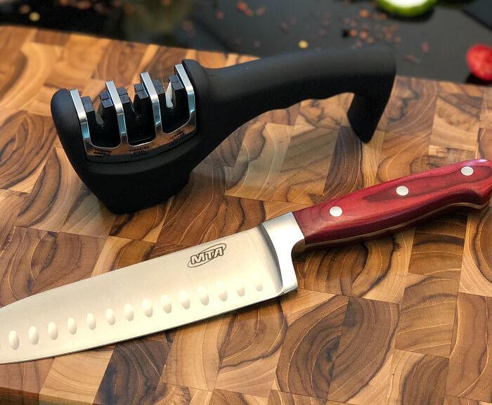 Rodzaje kuchennych noży. Jak naostrzyć nóż?