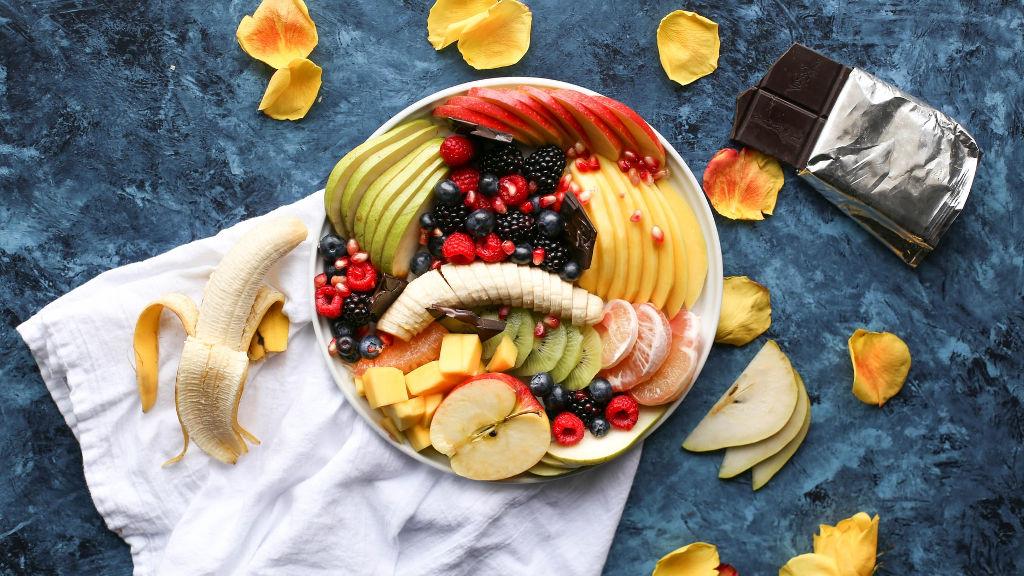 Przepis na sałatkę owocową i proste, domowe sosy