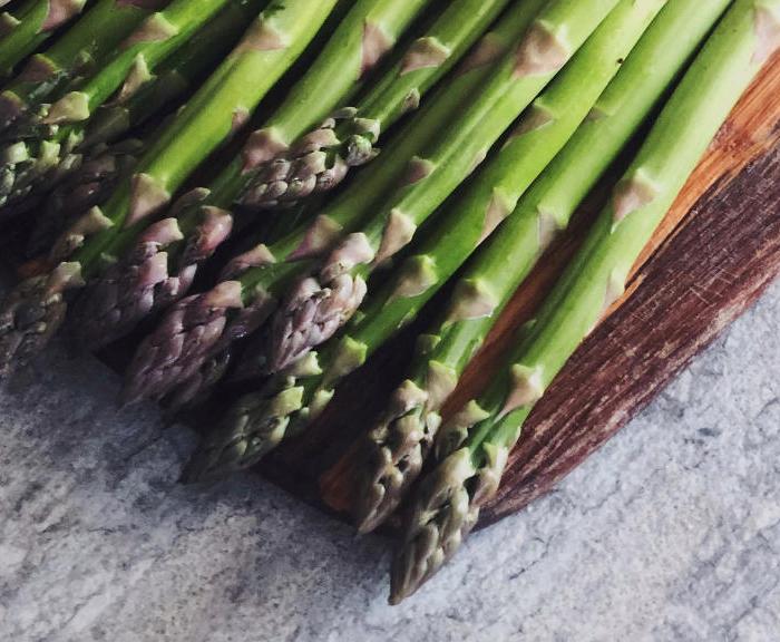 Krem z zielonych szparagów i młodych ziemniaków – przepis